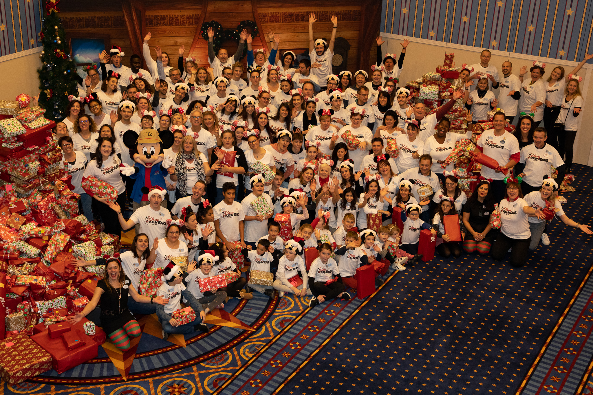120 Disney VoluntEARS and family