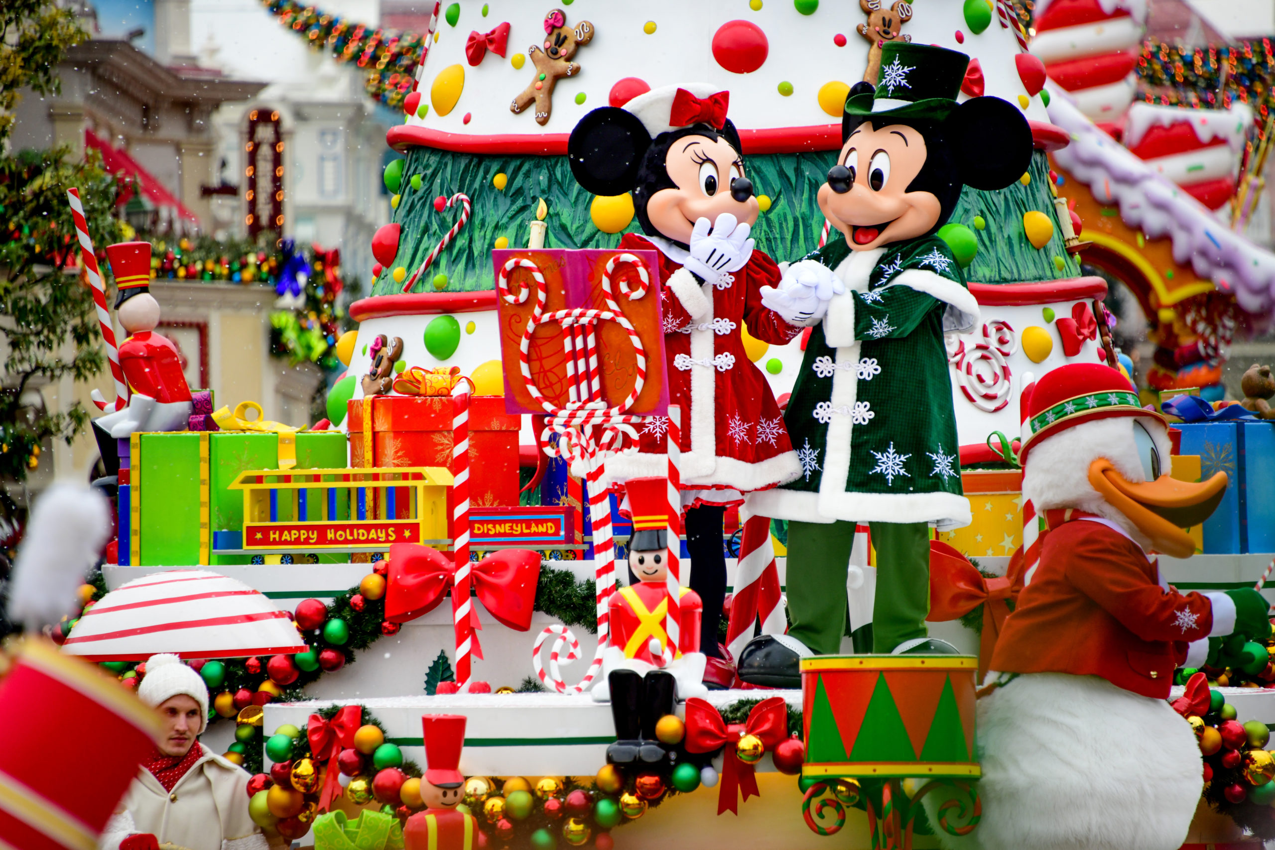 Mickey et Minnie sur la Parade de Noël Disney