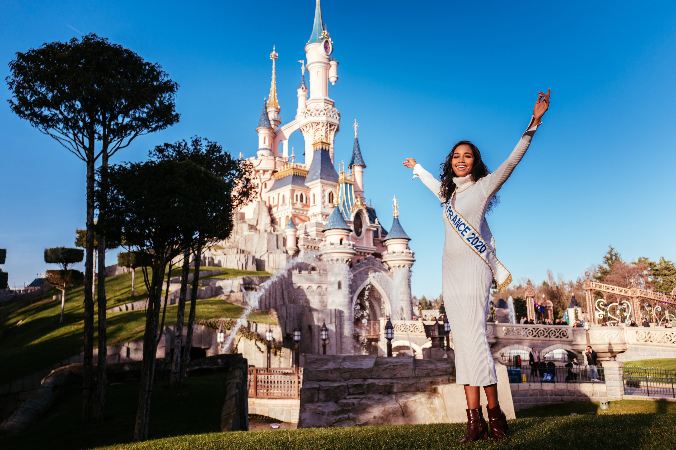 CLEMENCE BOTINO, MISS FRANCE 2020, A DISNEYLAND PARIS.