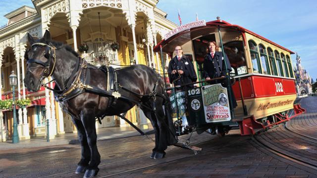 Horse-Drawn Streetcars en face d'Emporium