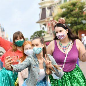 Les visiteurs de retour à Disneyland Paris