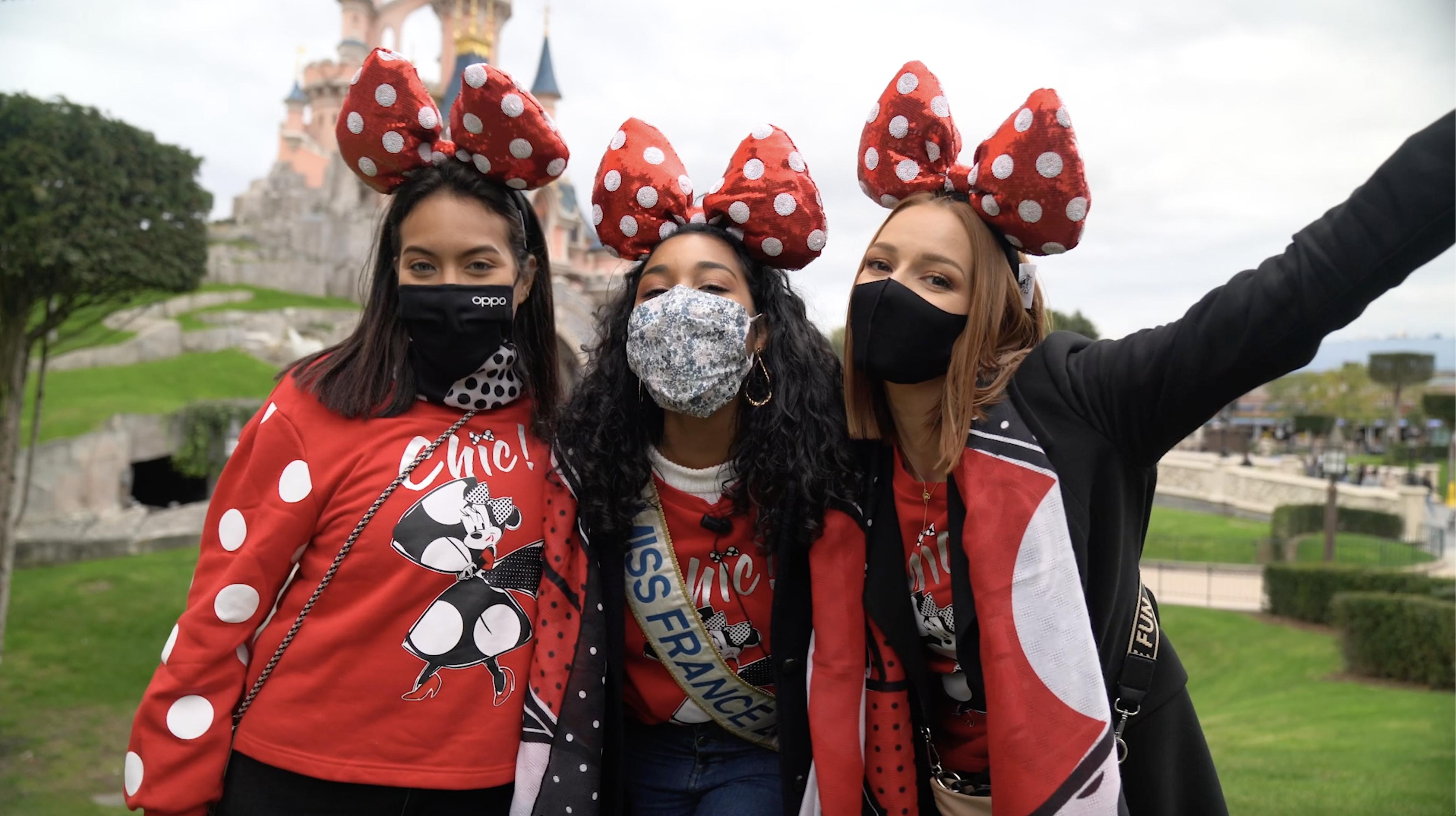 """Clémence Bottino, Vaimalama Chaves et Maëva Coucke habillées en """"Minnie Parisienne"""" pendant le Festival Halloween Disney à Disneyland Paris"""