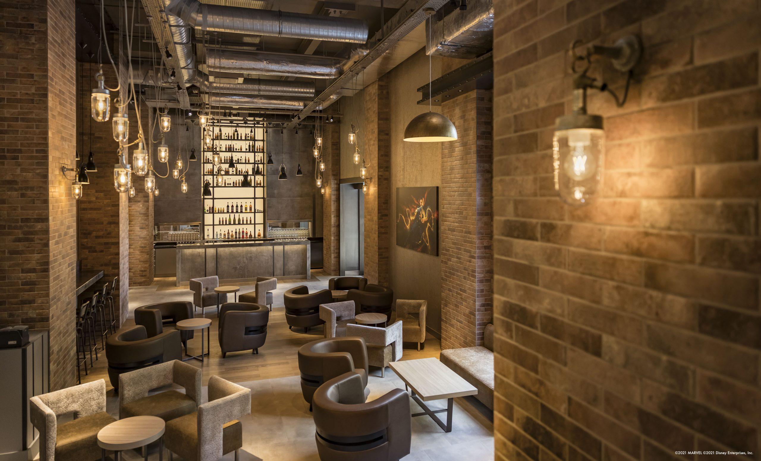 Disney's Hotel New York - The Art of Marvel - Pagina 5 Bleeker-Street-Lounge-3-scaled